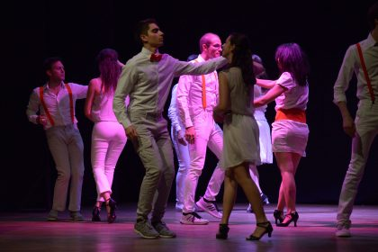 Esibizione di Salsa della Scuola danze Marlon Giuri al teatro Rosetum